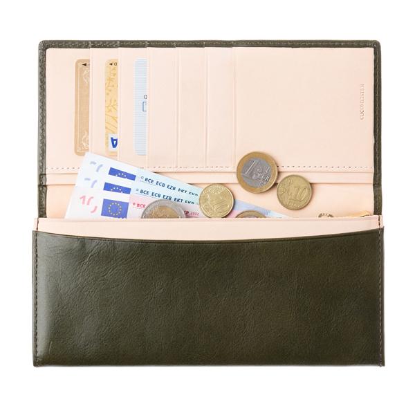 マットーネ マルチウォレットのカードポケット